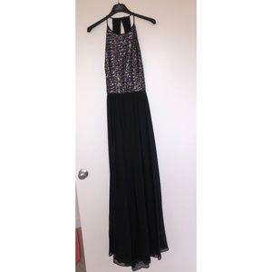 Vera Wang Size 10 Gown Worn Once